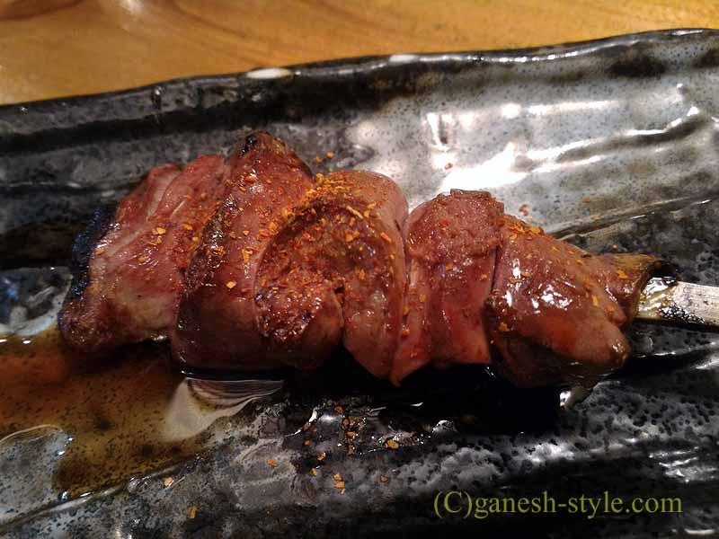 新宿の四谷荒木町にある焼き鳥居酒屋「鶏ひで」のレバ焼き