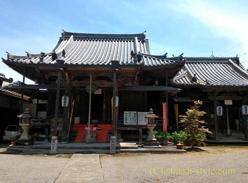 高野山にある日本最古の眼病平癒所、釜滝薬師金剛寺の本堂概観