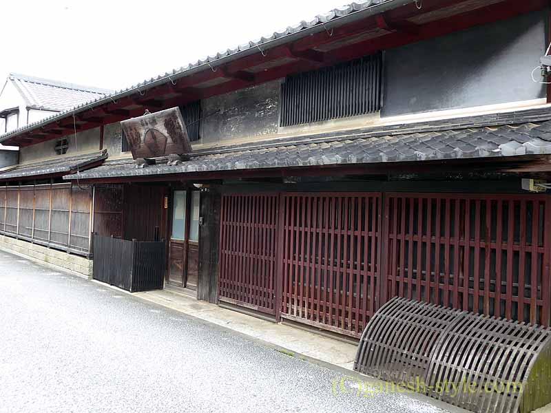 滋賀県近江八幡市の新町通りの古い商店