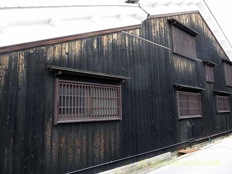 滋賀県近江八幡市の新町通りの古い工場