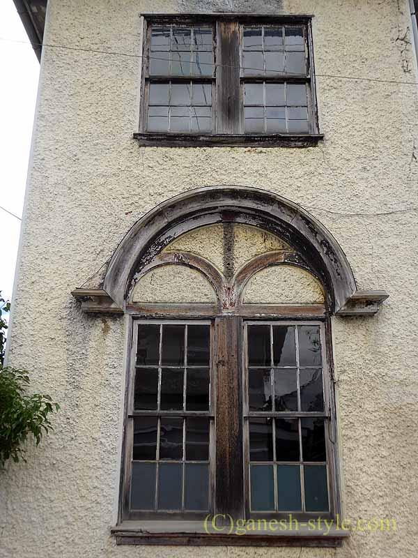 滋賀県近江八幡市の旧八幡郵便局の窓枠