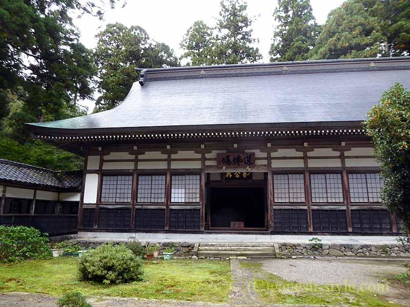 新潟県五泉市にある滝谷慈光寺の坐禅堂概観