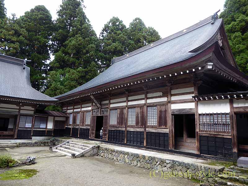 新潟県五泉市にある滝谷慈光寺の本堂