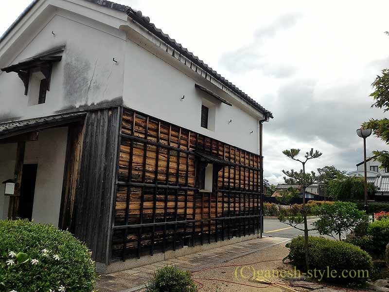 滋賀県近江八幡市営駐車場脇の古い蔵