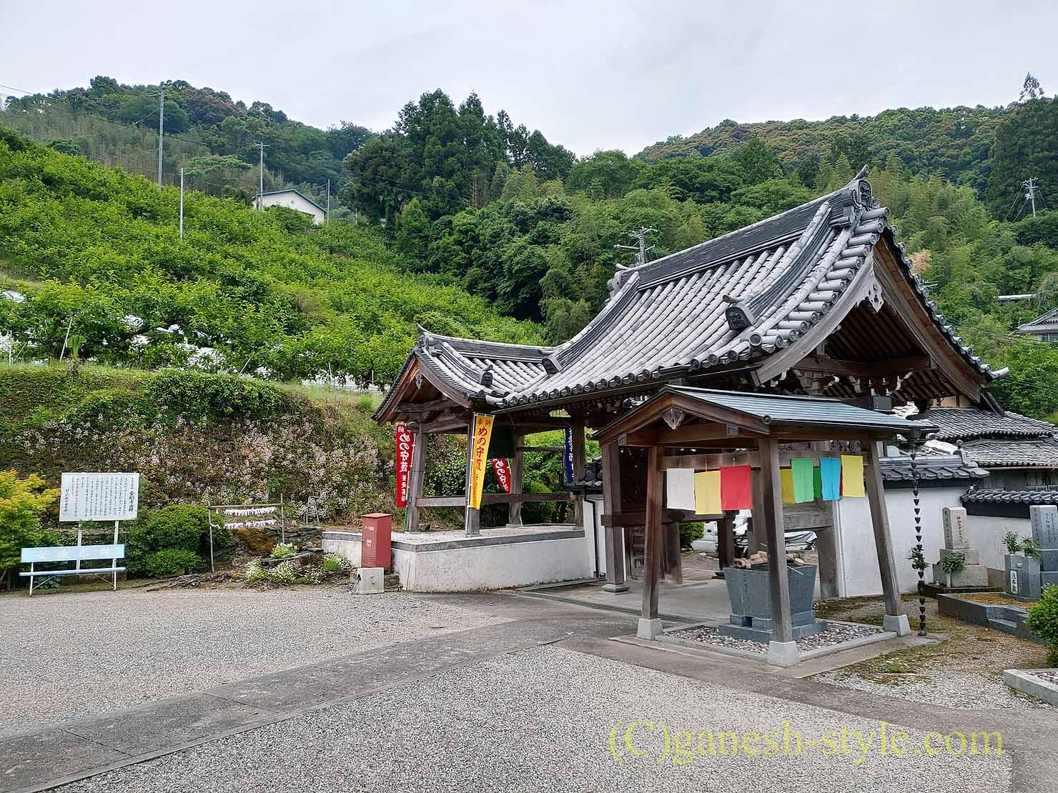 高野山の麓にある日本最古の眼病平癒所、釜滝薬師金剛寺