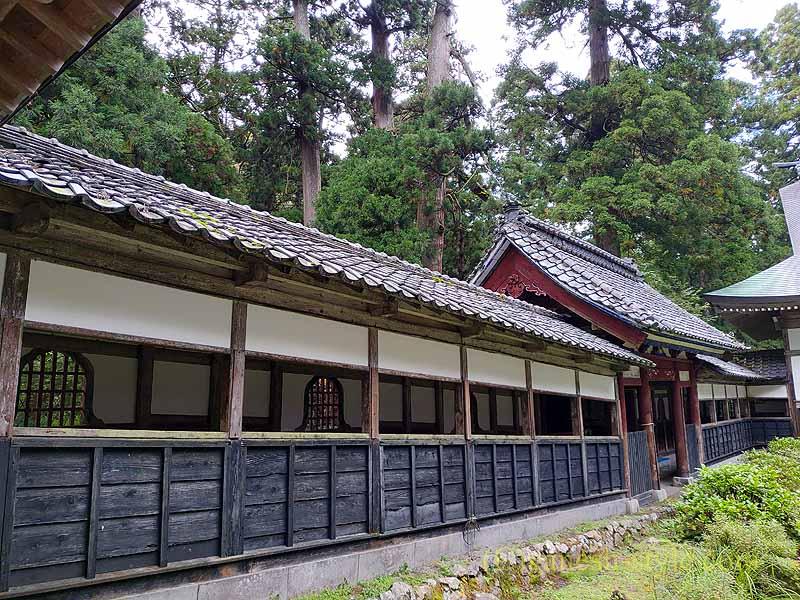 新潟県五泉市にある滝谷慈光寺の回廊
