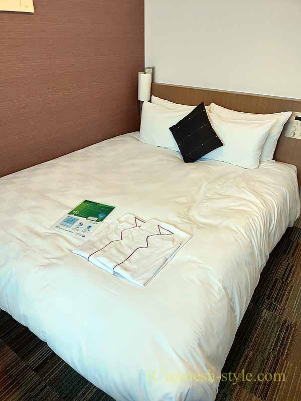 大阪にあるダイワロイネットホテル堺東のベッド