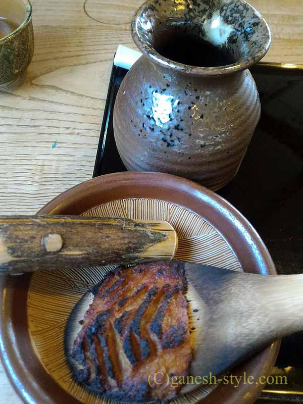 長野県伊那市の高遠そばの名店、ます屋のつゆの焼き味噌