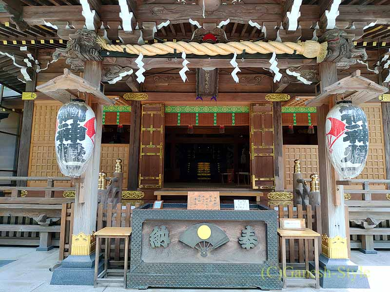 東京足立区にある酉の市発祥の地、大鷲神社の本殿正面