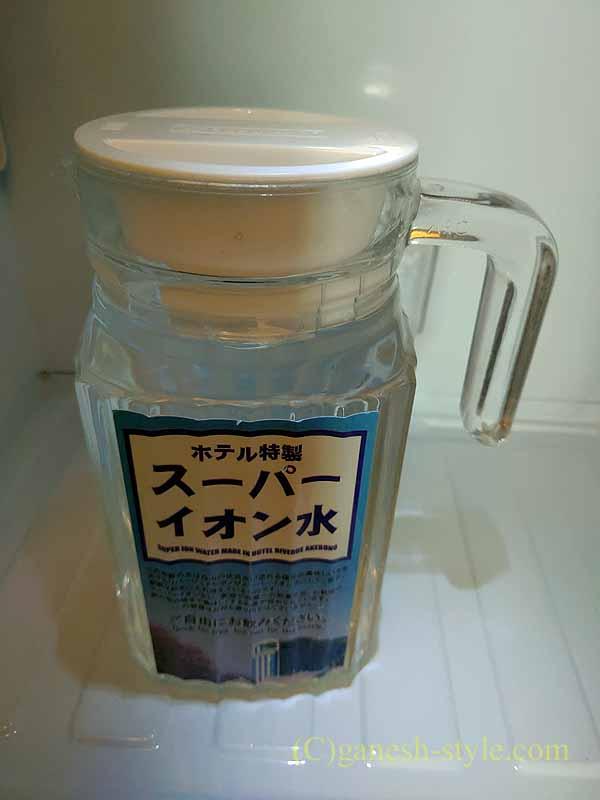 福井市にあるホテルリバージュアケボノの冷蔵庫の水