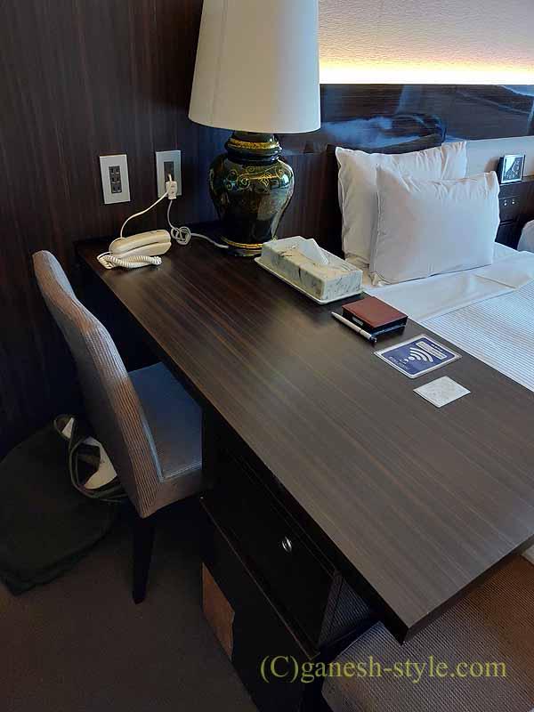 福井市にあるホテルリバージュアケボノの客室のデスク